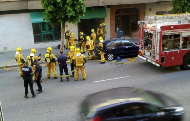 Los bomberos sofocan un incendio en un restaurante de Palma