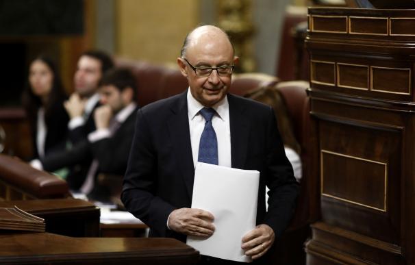El Pleno del Congreso reprueba por amplia mayoría a Montoro en plena negociación del techo de gasto