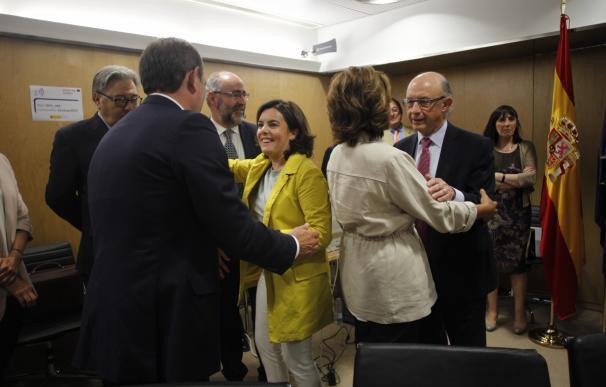 """Galicia vota a favor del déficit del 0,3% en 2018 y opina que hay que estudiar pero """"no negar"""" bajar los impuestos"""