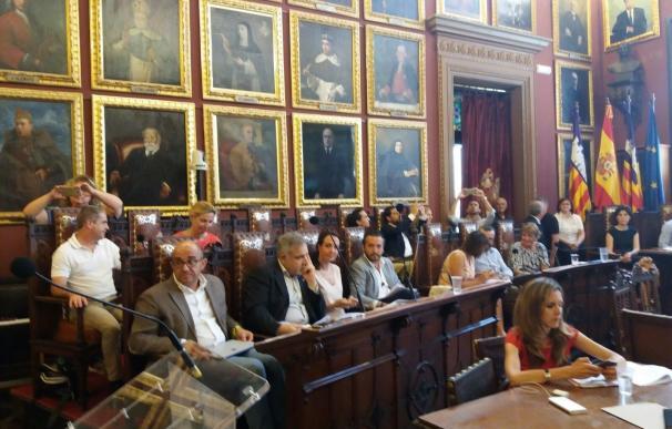 Los grupos municipales piden a Gijón que no siga como regidor y Durán se desvincula porque ya no pertenece al PP