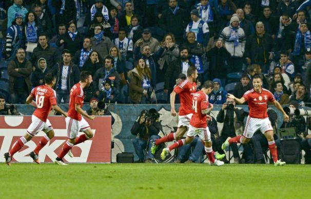 El brasileño Lima da la victoria del clásico al Benfica en Oporto (0-2)
