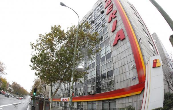 Iberia negocia con los sindicatos el plan de transformación de la aerolínea