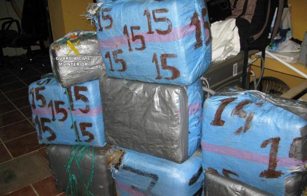 Guardia Civil interviene 256 kilos de hachís y detiene a un varón por delito de tráfico de droga