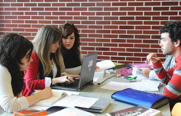 Los estudiantes españoles huyen de las carreras universitarias con más futuro