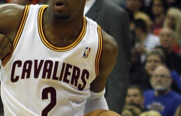100-94. Irving y Miles dejaron en plena crisis a los Lakers, sin Gasol
