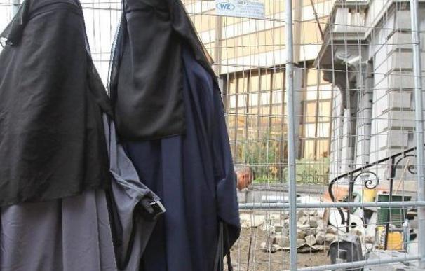 El ministro del Interior alemán pide una prohibición parcial del burka