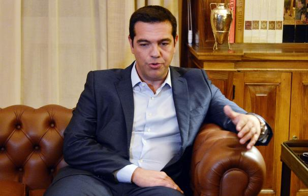 Greek Prime Minister Alexis Tsipras presents his r