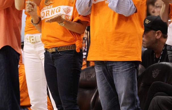 El que podría ser el próximo dueño en el Levante, en un partido de los Suns.