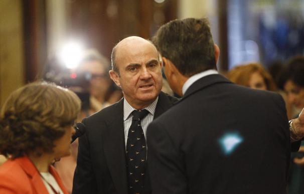 (Ampl.) Guindos mantiene su candidatura al Eurogrupo y dice que los esfuerzos de España deben ser reconocidos