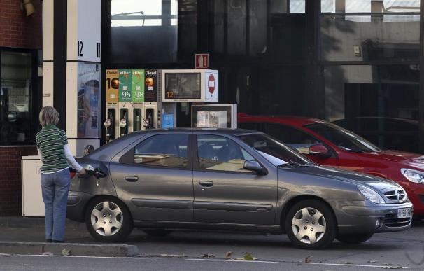 El precio de la gasolina marca un nuevo máximo anual en la antesala de la primera operación salida de verano