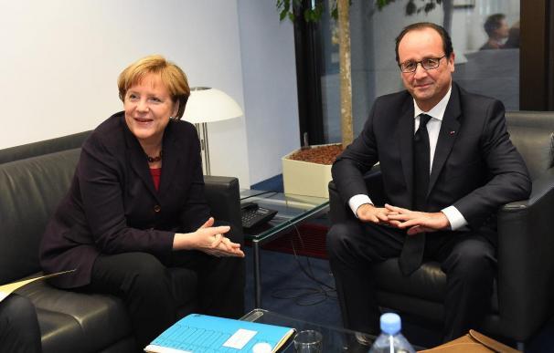 Hollande intenta una conciliación sobre Grecia con Merkel