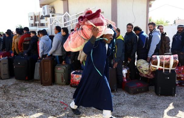Miles de trabajadores egipcios en Libia abandonan el país por miedo al Estado Islámico