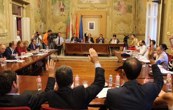 El Pleno aprueba la puesta en marcha de la ludoteca y la cesión de la parcela al Gobierno para el 'Zapatón'