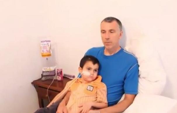 El padre de Ashya King publica un vídeo en el que justifica su decisión de sacar a su hijo del hospital británico