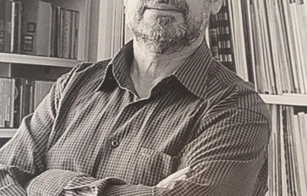 El artista ayamontino Juan Fernández recibe la medalla de oro del Foro Europa 2001