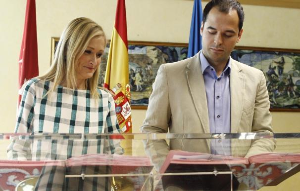 Cifuentes y Aguado sellan un acuerdo centrado en cerrar el Consejo Consultivo y despolitizar Telemadrid