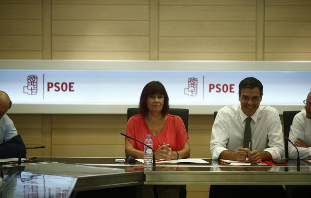 """Micaela Navarro insiste en que el PSOE votará """"no"""" aunque admite que se alegraría de que Rajoy saliera investido"""