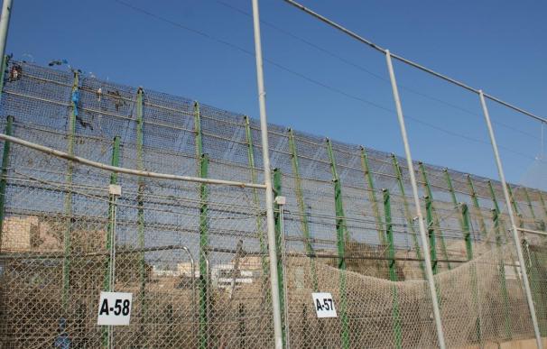 Varios grupos de inmigrantes intentan entrar en Melilla por distintos puntos