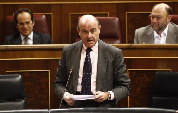 """Guindos se declara """"preocupado"""" por Grecia y dice que hace falta una solución """"en cuestión de días"""""""