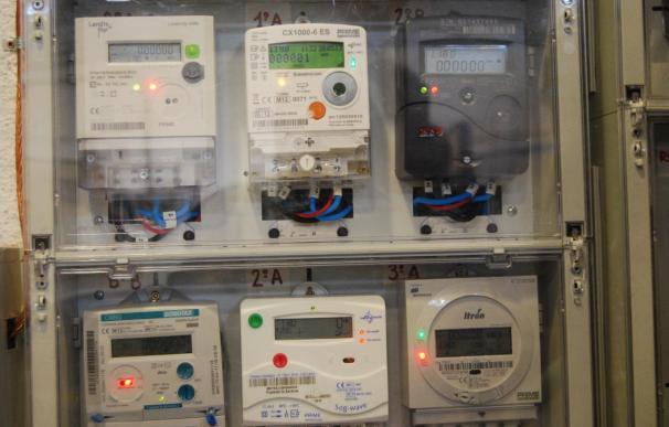 El 36% de los clientes de las eléctricas ya tiene el contador por horas de la luz, según la CNMC