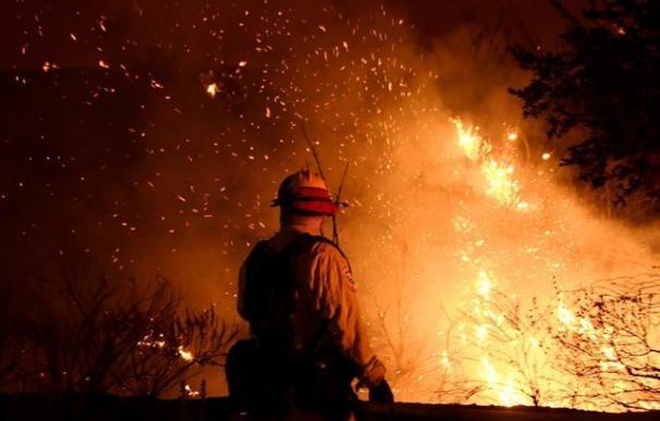 El incendio en California obliga a evacuar a más de 80.000 personas