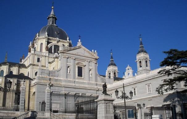 Osoro oficiará cinco misas en la Almudena durante las fiestas navideñas