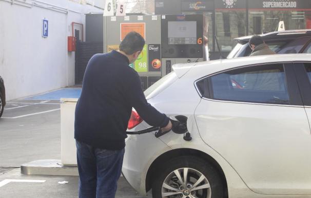 Gasolinas y alimentos elevan cuatro décimas el IPC interanual en mayo, hasta el -0,2%