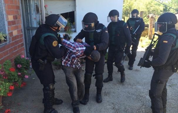 Detenido un hombre que se atrincheró en su casa en Salvaterra (Pontevedra) con su hijo y su mujer tras llegar ebrio