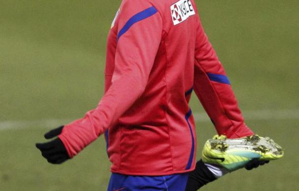 Reyes se entrena de nuevo con el Atlético pendiente de su futuro
