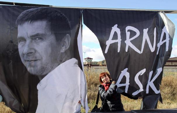 Unas 150 personas piden la libertad de Otegi frente a la cárcel de Logroño
