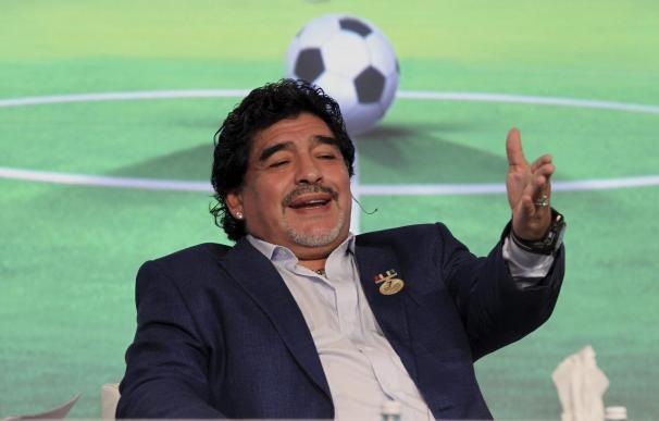 Maradona asiste al concierto de Silvio Rodríguez en La Habana