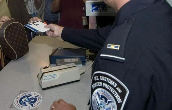 Cuba continuará renovando pasaportes en EE.UU. hasta marzo mientras busca banco