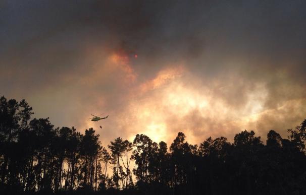 (AMP) Decretada la alerta por cercanía a casas en un incendio en Verín (Ourense) que ha quemado 50 hectáreas