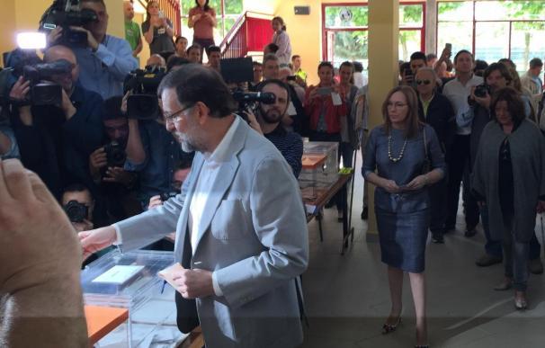 """Rajoy dice que """"hay que votar"""" y espera que la jornada se desarrolle """"sin ningún problema"""""""