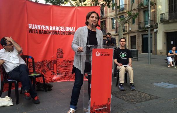 Colau pide que el Ayuntamiento de Barcelona no trabaje con bancos que desahucien