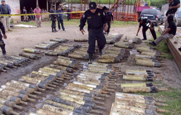 Funes dice que el arsenal decomisado en El Salvador iba para Los Zetas de México
