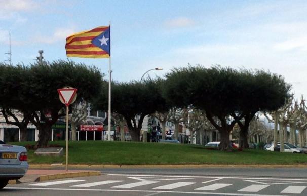 Bandera independentista en una localidad catalana.