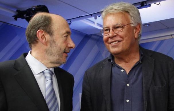 Rubalcaba acompañando a Felipe González