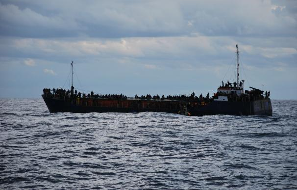 El buque oceanográfico Santiago de Gamboa del CSIC rescata a 196 inmigrantes en el Mediterráneo
