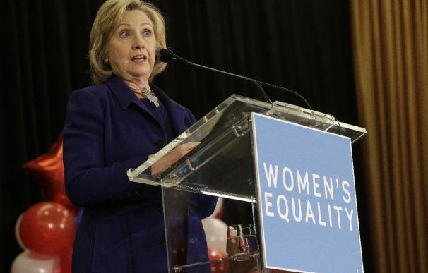 Interrumpen a Hillary Clinton en un discurso para exigir medidas migratorias