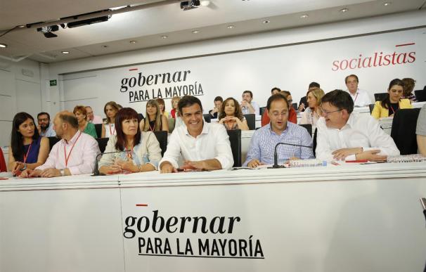 """El PSOE se compromete a propiciar """"gobiernos estables"""" y de progreso pero no entrará en ellos cuando no los lidere"""