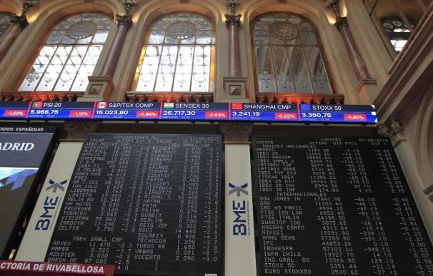 El Ibex 35 se deja un 0,41% en la apertura, con la prima estable en 117 puntos, pendiente del Tesoro