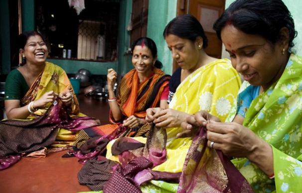 Mujeres tejiendo en La India