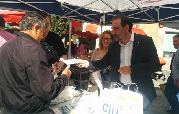 Espadaler pide a los ayuntamientos retirar 'esteladas' para que no lo hagan los Mossos