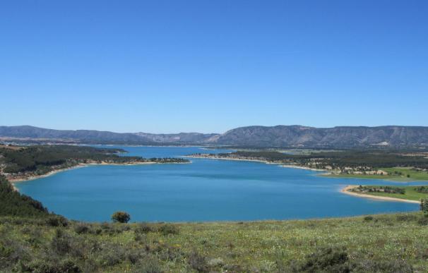 El aumento de nivel del pantano de Ullibarri (Álava) obliga a iniciar el desembalse