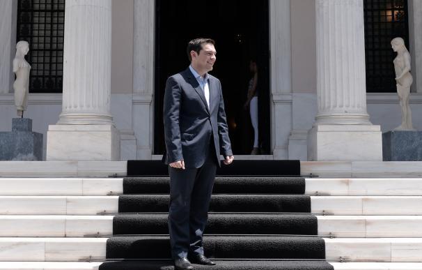 Alexis Tsipras, delante del ministerio de Finanzas de Grecia