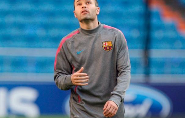 El Barcelona confirma que Iniesta padece una contractura en la pierna derecha