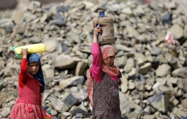 Las ONG alertan de que podrían interrumpir su asistencia en Yemen ante la falta de combustible