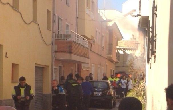 Los bomberos extinguen el incendio de la vivienda en Cehegín (Murcia) en el que han muerto un menor, su tío y su abuela