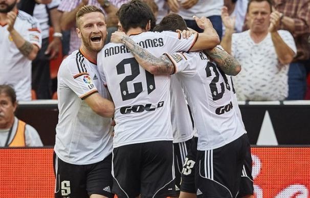 El Valencia refuerza su candidatura a la 'Champions' y el Elche logra la salvación